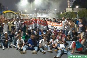 Anak STM merebut panggung Demo #ReformasiDikorupsi di depan Gedung DPR/MPR
